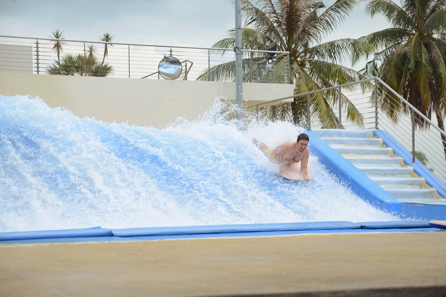 Sentosa Beach Wave Pool