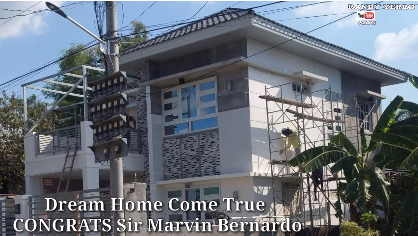 """[WATCH] Construction Engineer in Singapore Builds 2-Story """"Dream House"""" in 2 Years"""